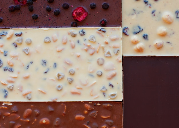 Chocolate. barra de chocolate. chocolate de nozes