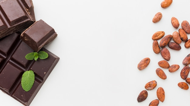 Chocolate doce em posição plana