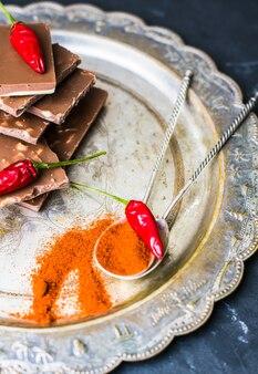 Chocolate e especiarias pimenta vermelha