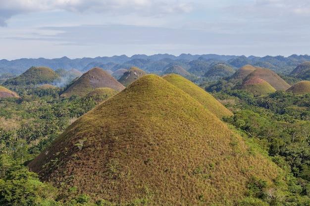 Chocolate hills, um marco natural das filipinas. concerto de viagens e natureza