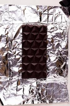 Chocolate kerob preto em um invólucro
