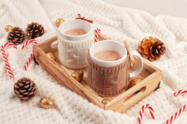 Chocolate quente. bebida quente confortável para o inverno frio