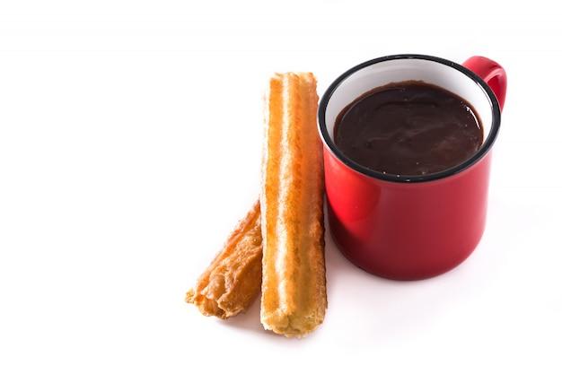 Chocolate quente com churros isolado no branco