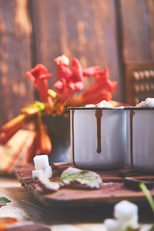 Chocolate quente com doces de marshmallow
