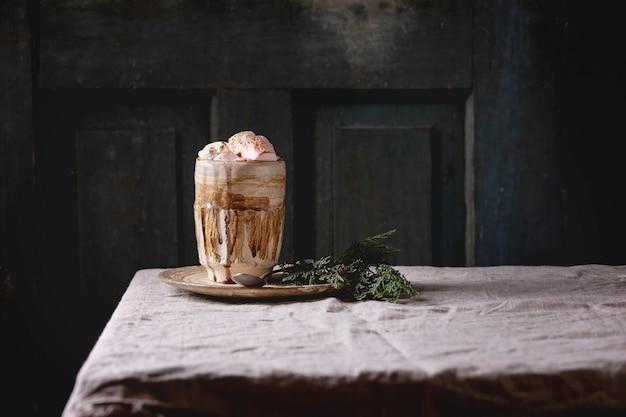Chocolate quente com marshmallow