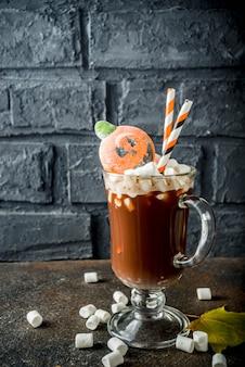 Chocolate quente engraçado do dia das bruxas
