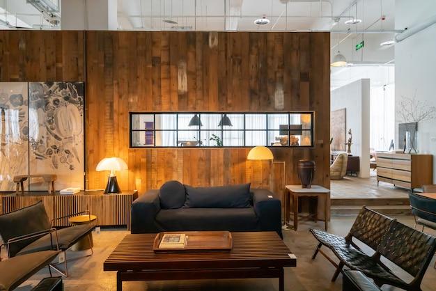 Chongqing, china, 5 de junho de 2020: a atmosfera moderna, luminosa e confortável do apartamento interno. preparação geral de limpeza, decoração e venda de casas. villa de madeira do país