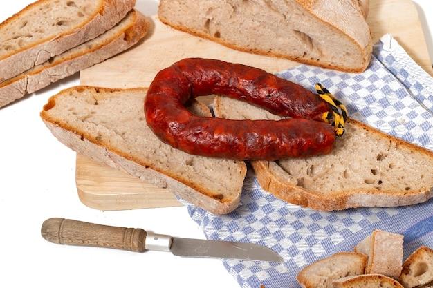 Chouriço e pão tradicional