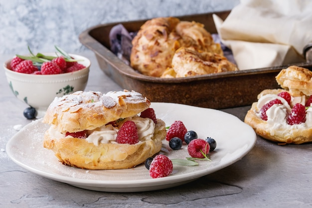 Choux cake paris brest com framboesas