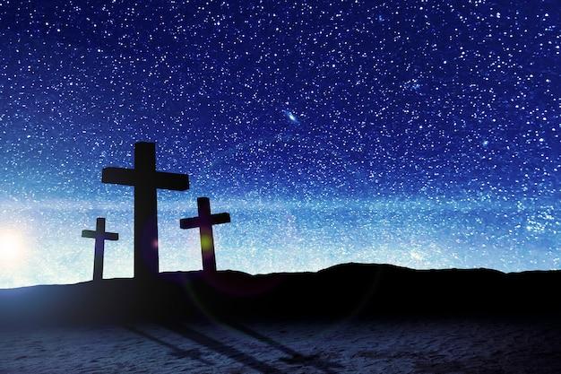 Christian cross no campo com uma cena noturna de fundo