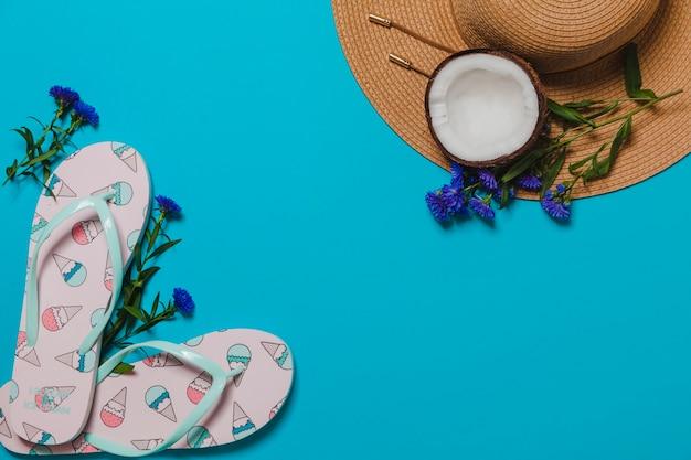 Chupetas de sorvete e chapéu com coco