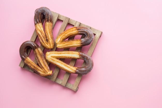 Churros com chocolate típico doce café da manhã