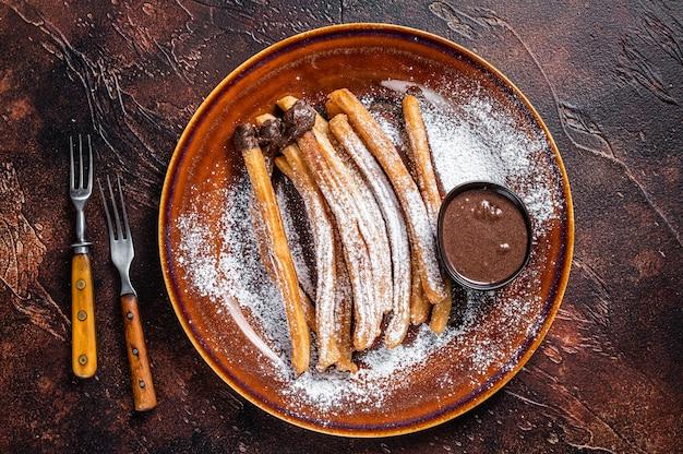 Churros de tapas espanholas com açúcar e calda de chocolate