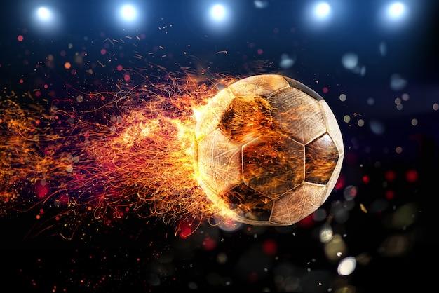 Chute poderoso de uma bola de futebol com chamas de fogo