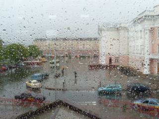 Chuva na janela de vidro