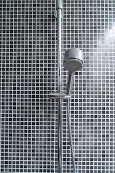 Chuveiro no banheiro
