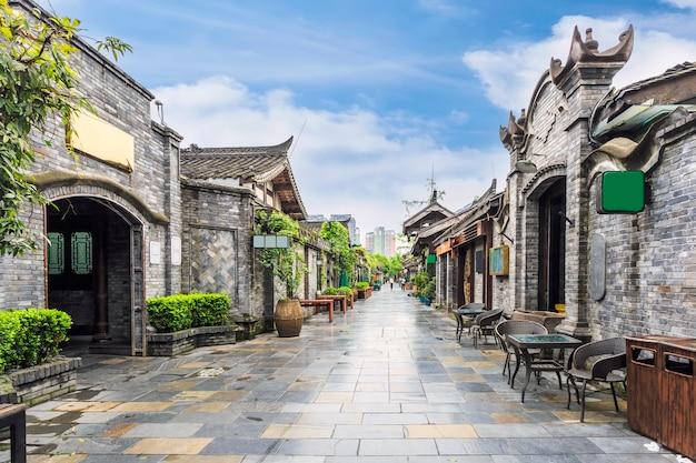 Cidade antiga arquitetura folk estreita