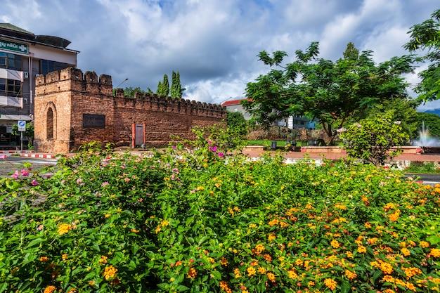 Cidade antiga asiática antiga muralha e fosso