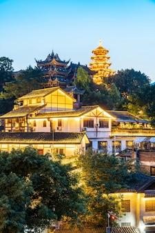 Cidade antiga famosa e pagode do templo em ciqikou, chongqing, china
