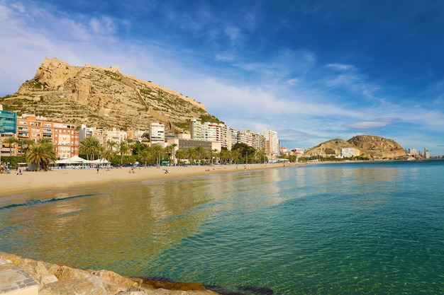Cidade de alicante e praia el postiguet, costa blanca, espanha