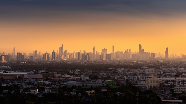 Cidade de banguecoque ao nascer do sol, tailândia.