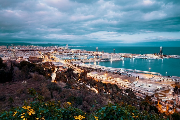 Cidade de barcelona à noite