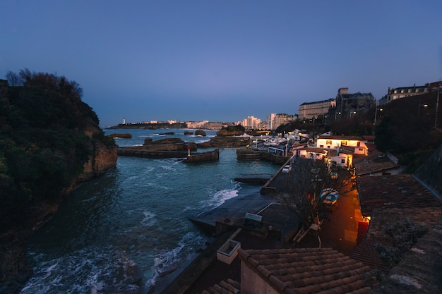 Cidade de biarritz com sua bela costa, no país basco do norte.