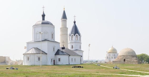 Cidade de bolgar, tartaristão, rússia: igreja da assunção e mesquita catedral