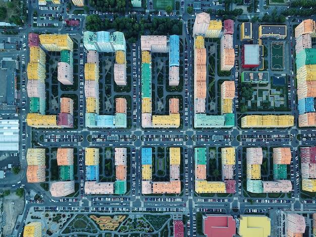 Cidade de conforto complexo residencial moderno no distrito de dnieper de kiev em dia ensolarado.
