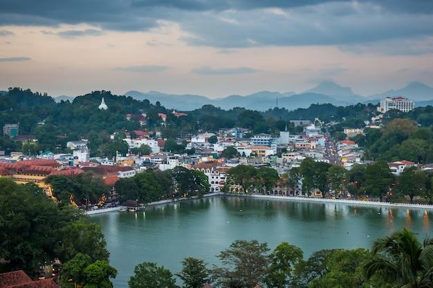 Cidade de kandy e lago, sri lanka
