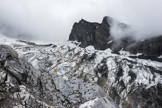 Cidade de lijiang da montanha da neve do dragão do jade, yunnan china