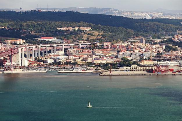 Cidade de lisboa com praia e praias