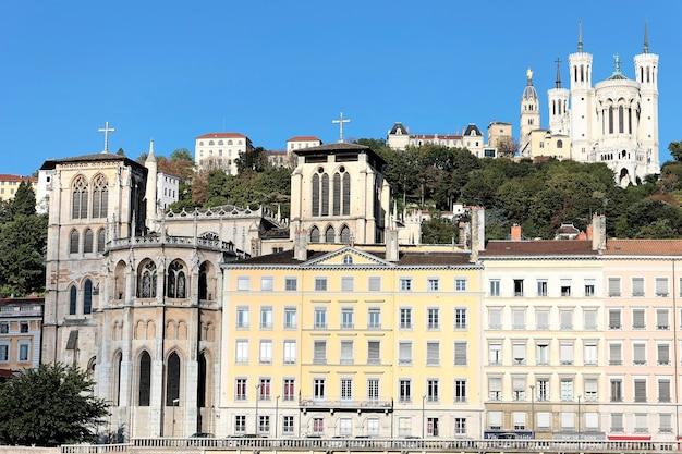 Cidade de lyon com a famosa basílica, frança