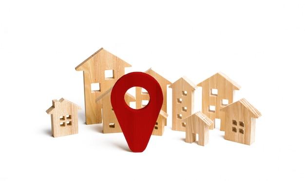 Cidade de madeira e sinal de localização de casas. conceito de aumento dos preços de habitação ou aluguel.