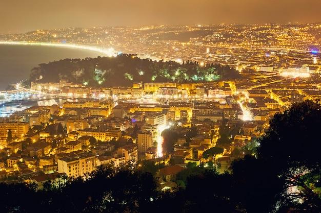 Cidade de nice à noite