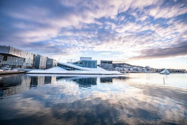 Cidade de oslo no inverno, noruega