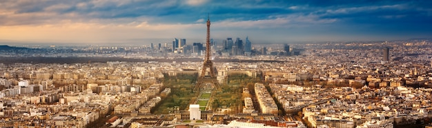 Cidade de paris na frança ao pôr do sol