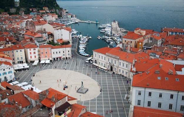 Cidade de piran eslovénia tartini square marco arquitetura