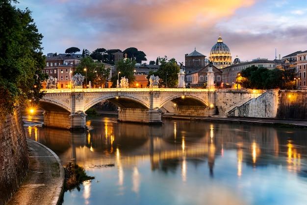 Cidade de roma à noite