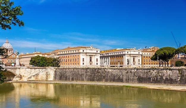 Cidade de roma sobre o rio tibre