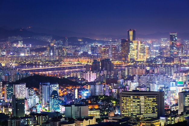 Cidade de seul e centro da cidade à noite, coréia do sul