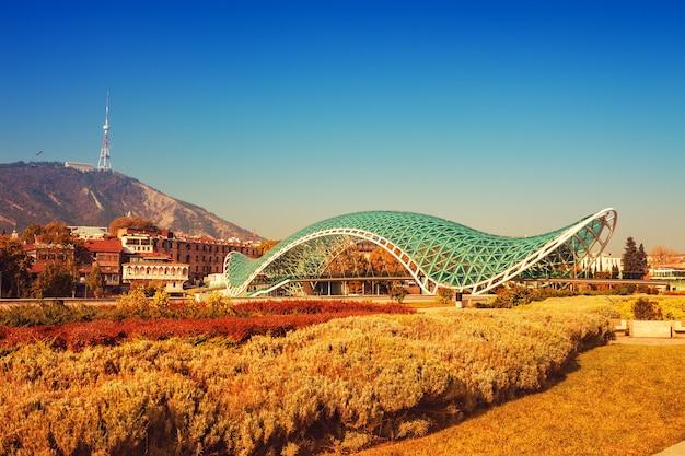 Cidade de tbilisi no outono, país da geórgia