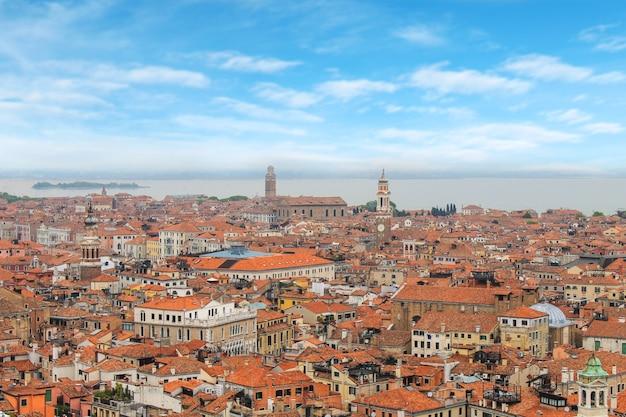 Cidade de veneza em um dia ensolarado