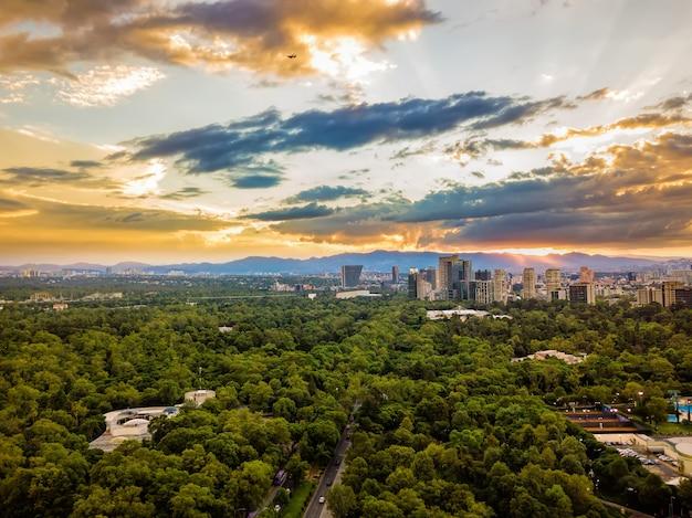 Cidade do méxico, chapultepec vista aérea panorâmica, pôr do sol