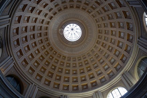 Cidade do vaticano, vaticano - 22 de junho de 2018: cúpula de arte no museu do vaticano