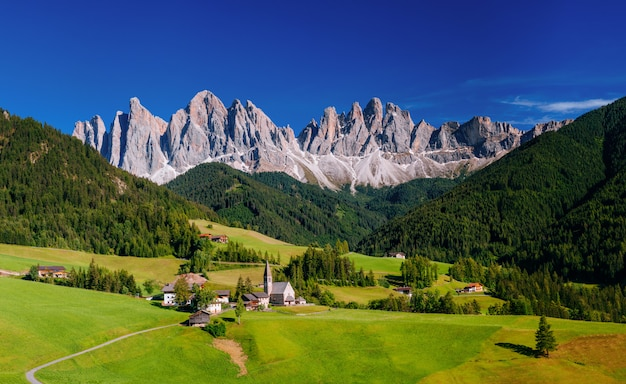 Cidade encantadora nas montanhas