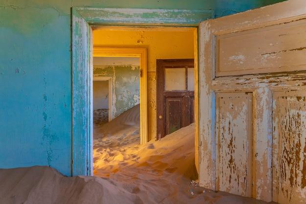 Cidade fantasma de kolmanskop, perto de luderitz, na namíbia.