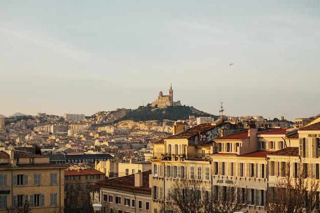 Cidade histórica francesa marselha e costa do mar mediterrâneo.