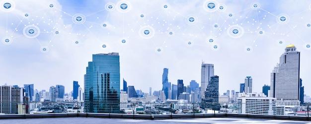 Cidade inteligente e rede de comunicação sem fio no fundo de arranha-céus conceito de tecnologia moderna financeira