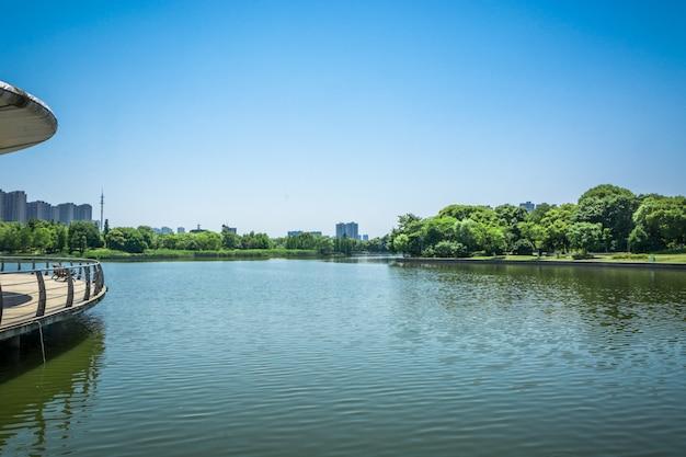 Cidade perto do lago